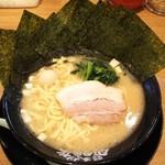 74993666 - ラーメン680円麺硬め。海苔増し100円。