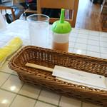 洋食Mogu - テーブル