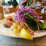 洋食Mogu - サラダ側の標高