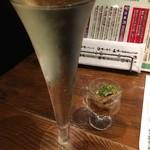 俺の割烹 博多 中洲 - なみなみスパークリング白(777円)
