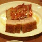 ロウホウトイ - 焼き豚と揚げ豚の盛り合わせ