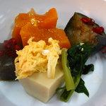 みやこ屋 - カボチャやナスの煮物はごはんに合う味付けです。 08/09