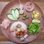 カフェ ニュージンジャー - 料理写真:「エスニック肉巻きプレート」(980円)