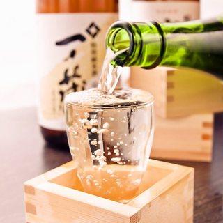 全国各地の地酒・焼酎を厳選豊富に取り揃えております
