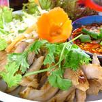 恵比寿 ガパオ食堂 - 2コームーヤーン 豚のど肉のあぶり焼き
