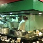 川崎餃子樓 - 飾り気のない店内。餃子職人の店って感じ