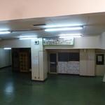 長崎駅前ターミナルうどん店 - 階段を降りました