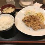 東京厨房 - 今日のオススメ定食(通称「日替わり」)は、油淋鶏おろしポン酢がけ。