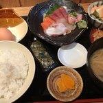 三代目 ぬる燗 加藤 - 刺身定食 950円。