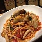 トスカーナ - 牡蠣とキノコのアラビアータ