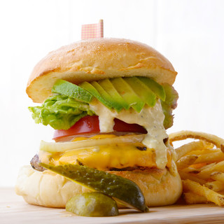 肉汁をギュッと閉じ込めた贅沢ハンバーガー