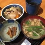 小紋 - 鹿児島いずみ鶏の野菜のレモン風味煮。味噌汁。小鉢