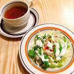 レストラン LIFE - スープ・サラダ (オムライスランチ)