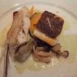 7502632 - 魚河岸直送白身魚の鉄板焼きバジルのクリームソース