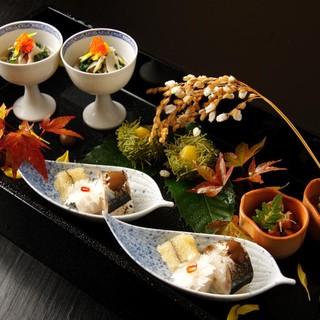 四季折々の旬の味を楽しめる「特別コース」をご用意いたします。