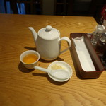 鼎泰豊 - ランチについてくるポットのお茶