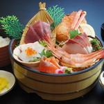 鳥取砂丘にいちばん近いドライブインレストラン砂丘会館 - 厳選した新鮮な魚を使用しております。