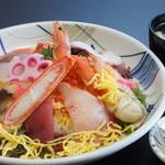 鳥取砂丘にいちばん近いドライブインレストラン砂丘会館 - 寿司ネタを豊富に使用した ちらし寿司です。