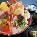 鳥取砂丘にいちばん近いドライブインレストラン砂丘会館 - 10種以上の新鮮なネタを使用! ボリューム満点です。