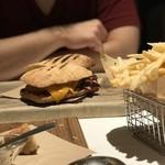 ザ・ステーキハウス - ローストビーフサンドイッチ