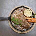 サンフル - 料理写真:サーロインビーフステーキカレーソース