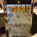 ダイヤモンドカリー - よなよなエールビール(?)が入った冷蔵庫。まぜカレーにこのビールは合うように思うが、昼間なので試せなかった。