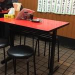 成光 - 店内テーブル席