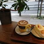 バン コーヒー バイロン ベイ - 通りに面したカウンター風のお席