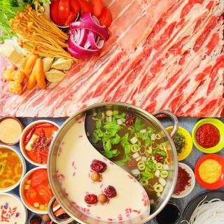 6種のソースが選べる!山盛り野菜&お肉のHOTPOT鍋