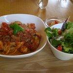ピリパラ - 料理写真:野菜と海老のトマトソースパスタセット(1000円)