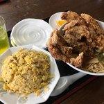 豚福 - 料理写真:唐揚げラーメン 750円(税抜)+ チャーハン(ランチ麺飯セット) 250円(税抜)+ ドリンクバー(ランチ無料)