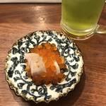 魚祥 - 生うに炙り中とろ巻き&緑茶ハイ