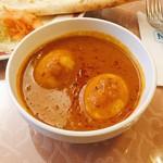 モティ - 日替わり 卵カレー @980円 まさかのゆで卵2個。家でもこんなカレー作らない…(笑)