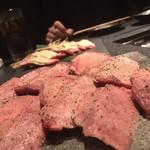 焼肉&もつ鍋 肉八 -