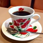阪神構内喫茶 - ホットコーヒー。FUYO HARUNA(春名芙蓉)ブランドのテーブルウェアだと思われる。昭和な喫茶店なのに意外にオサレ。