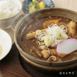名古屋名物『味噌煮込みうどん』の定食が堪能できます