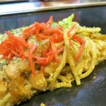 釜谷製麺 - かす玉子モダン焼きそば 断面図