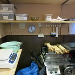釜谷製麺 - 店の奥には製麺機も