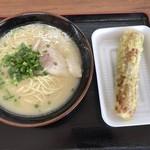 お弁当のヒライ - のぼせもんラーメン=400円 ちくわサラダ=149円