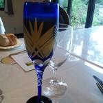シェ コデラ - リンゴジュース ワイングラスは普通だったけどジュースは素敵♪