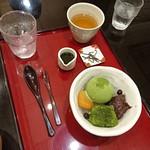 茶カフェ 上辻園 - 抹茶わらび餅クリームあんみつ 756円
