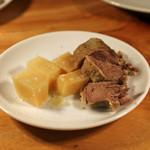 CarneSio east - 茹で豚タンとパルミジャーノ チーズ