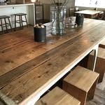 アンセム - 大テーブル、後から来られたお一人様は、皆さんここを使われていました(2017.10.20)