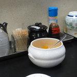 漁料理 やまね - 卓上の調味料と壷漬け