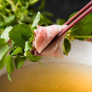三重の高級食材と岐阜の寒天豚のコラボ◇クレソンしゃぶしゃぶ鍋