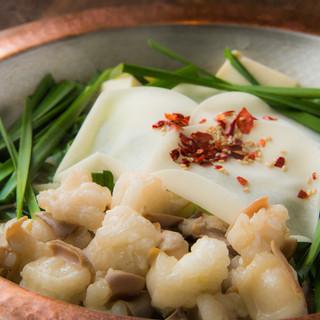 ◆特製のタレとあっさりスープが人気の「水炊き吟醸もつ鍋」◆