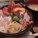 魚之屋 - 魚之屋の海鮮丼 ¥850→¥500 + ごはん大盛り ¥0