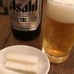 75063067 - 瓶ビールと箸休めの大根ピクルス