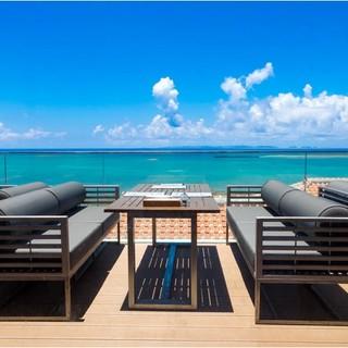 沖縄の海と一体になれる、沖縄で最も海を感じるレストラン。