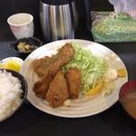 右京 - ランチのフライ定(カキといわし・税込800円)